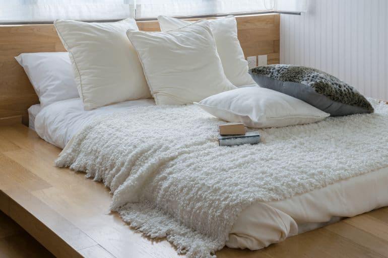 7f316ca027 Da Bettdecken meist in einem bestimmten Material angefertigt werden, ist es  wichtig, eine Bettdecke zu finden, die sich deinen körpereigenen  Bedürfnissen ...