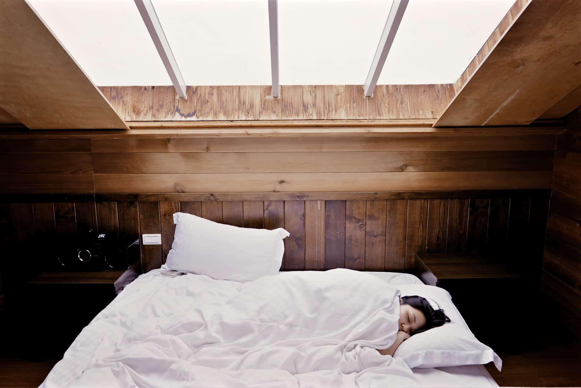 Beliebt Bett für Dachschräge Test 2019 | Betten für Dachschrägen im Vergleich RN03